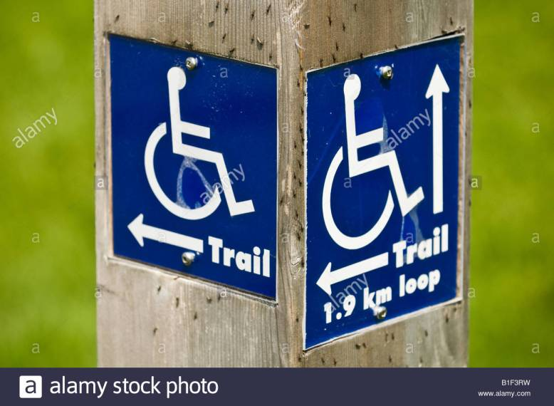 a-wooden-post-gives-directions-as-to-where-wheelchair-accessible-paths-B1F3RW.jpg